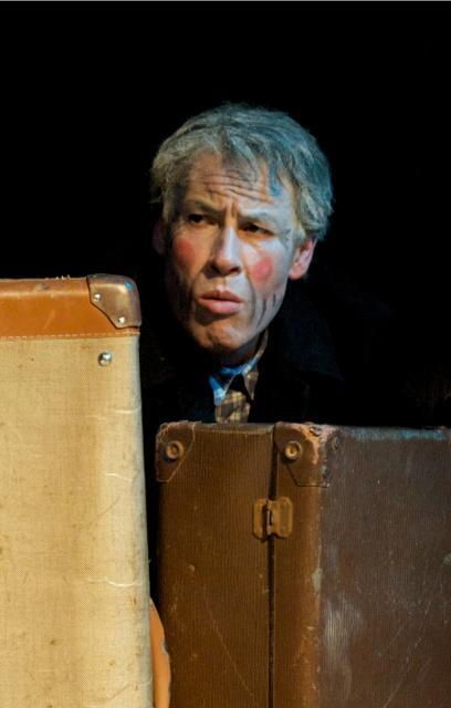 Der mit dem Koffer tanzt  - Foto: ©Adolf Kluth